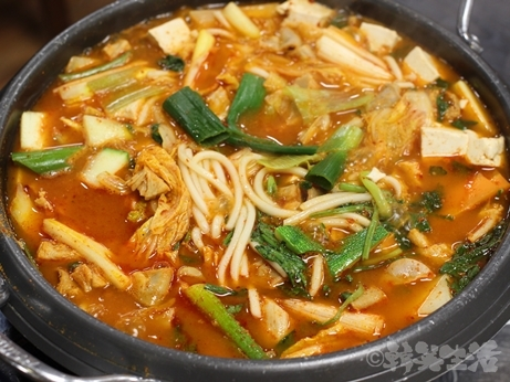 韓国グルメ ソウル 良味屋 ホルモン コプチャン コプチャンチョンゴル ホルモン鍋