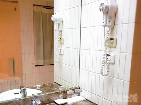 台湾旅行 ホテル 三徳大飯店 サントスホテル 民権西路 バスルーム
