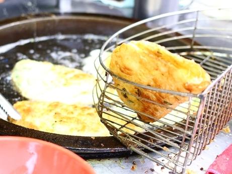 黄福龍脆皮葱油餅 蔥油餅 葱餅 台北駅 台湾グルメ