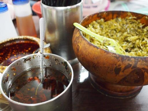 老牌牛肉拉麺大王-テーブル