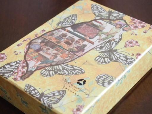 オークラホテル-パイナップルケーキの箱