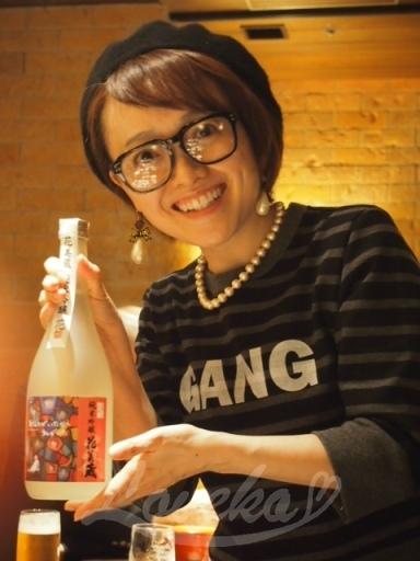 日本酒を手にしたキャナコさま