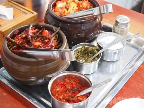 ソウル タッコムタン 鶏の水炊き スープ