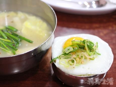 韓国グルメ 朝食 美肌スープ プゴク 明洞 ケランフライ 目玉焼き