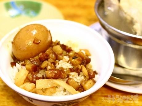 台湾グルメ 市政府 魯肉飯 味家魯肉飯 蛤仔鶏湯 煮玉子