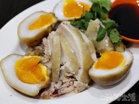 台湾グルメ 黒點鶏肉食堂 中山 迪化街 朝食 鶏油飯 鶏肉