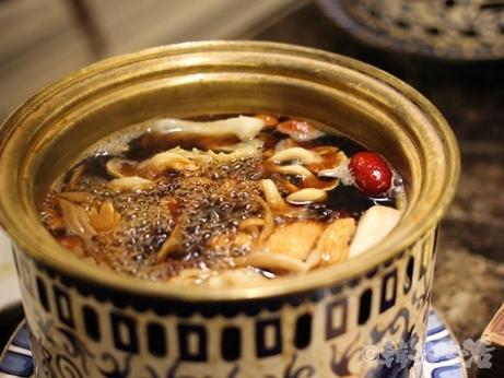 六本木 ランチ シャングリラズ きのこ鍋