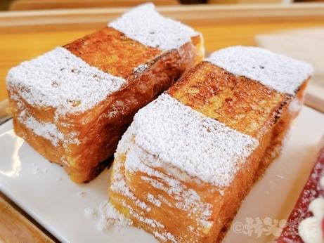 韓国グルメ 韓国スイーツ 益善洞 ミルトースト スチーム食パン スフレトースト