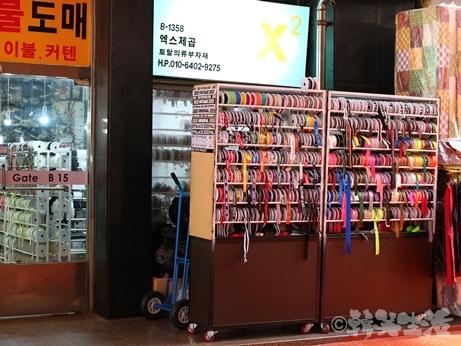 ソウル 東大門総合市場 Supreme リボン