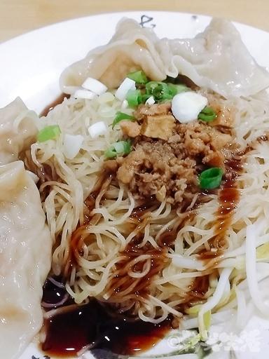 海天香餃 雲呑撈麺 龍山寺
