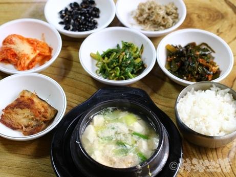 ソウル 中部市場 ソガン食堂 スンドゥブチゲ