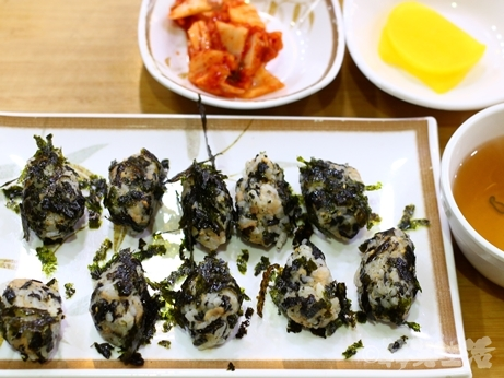 ソウル 朝食 キムパプ 海苔かけむすび