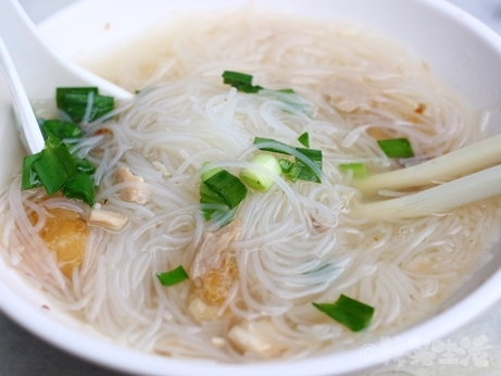 台北 迪化街 民楽旗魚米粉湯 ビーフン 唐揚げ