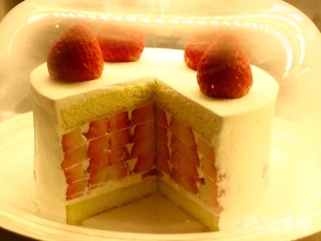 韓国 ソウル カフェ 安国 仁寺洞 いちごケーキ ブロンズ