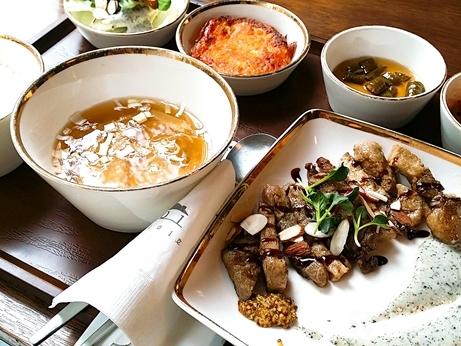 韓国 ソウルの森 トゥッソム ランチ 定食 モクサル定食 デジプルコギ