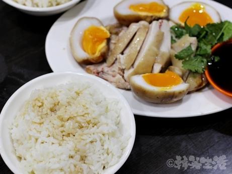 台湾グルメ 黒點鶏肉食堂 中山 北門 迪化街 鶏油飯 煮玉子