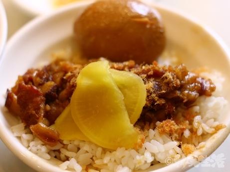 台北 龍山寺 魯肉飯 煮玉子