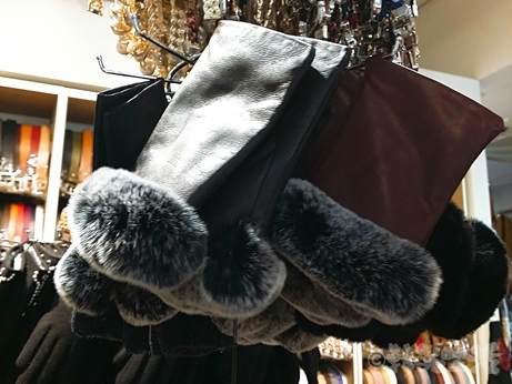 韓国 ソウル 東大門 手袋 ラムレザー 羊革 指なし手袋 ファー