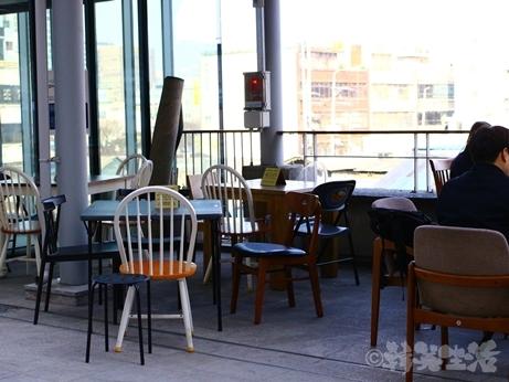 韓国スイーツ フルーツサンド 乙支路 カフェ ホランイ 苺サンド テラス席