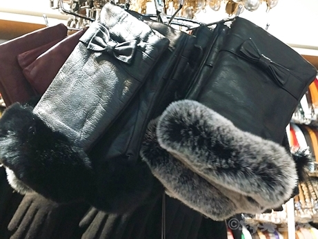 韓国 ソウル 東大門 手袋 レザー 羊革 指ぬき手袋