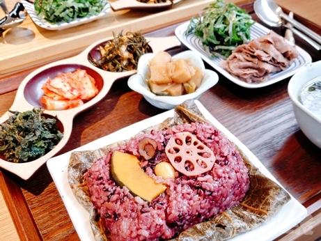 韓国グルメ 弘大入口 新村 蓮の葉ご飯 ヨニピョルパプ ハスの葉