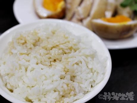 台湾グルメ 台北 朝食 黒點鶏肉食堂 中山 迪化街 鶏肉飯