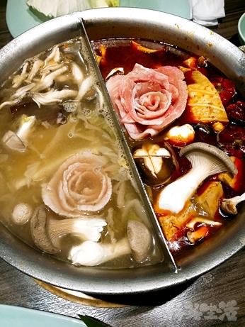 台湾グルメ 台北 火鍋 青花驕 麻辣鍋 酸菜鍋 豚肉