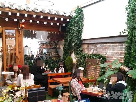韓国 鐘路3街 フラワーカフェ トッケビ