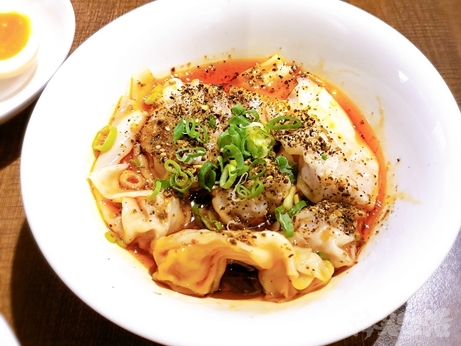 台湾グルメ 四川料理 KIKI餐廳 KiKi麺 麺専門店 拌麺 紅油抄手