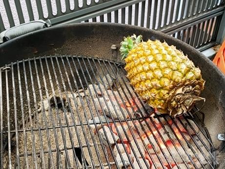台湾パイナップル 焼きパイナップル 炭火焼き