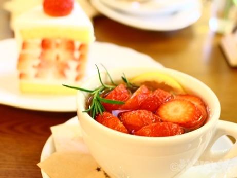 韓国 ソウル カフェ 仁寺洞 イチゴケーキ ブロンズ COFFEE BRONZE いちごスイーツ