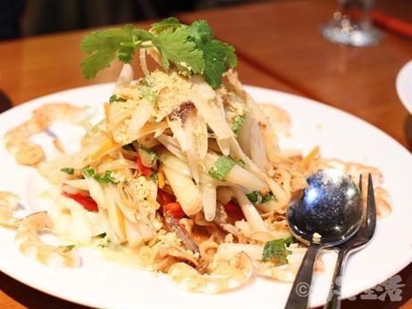 ベトナムちゃん 大久保 レモングラス海鮮鍋 サラダ