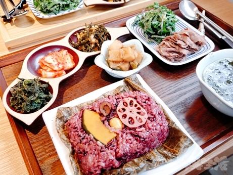 韓国グルメ 弘大入口 新村 蓮の葉ご飯 ヨニピョルパプ 山菜