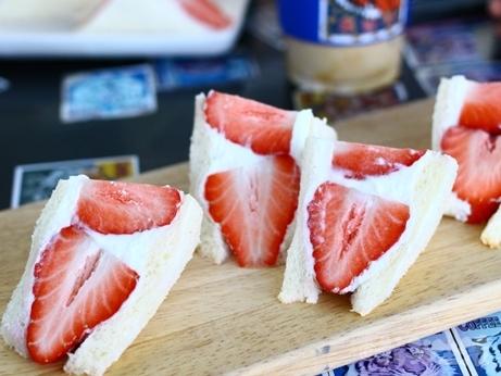 韓国スイーツ フルーツサンド 乙支路 カフェ ホランイ 苺サンド