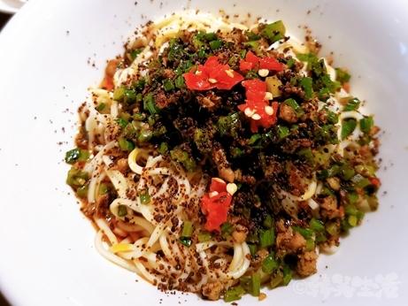 台湾グルメ 四川料理 KIKI餐廳 KiKi麺 麺専門店 蒼蝿頭拌麺