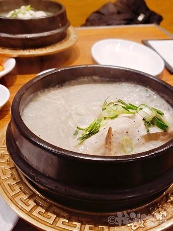 韓国グルメ 明洞 栄養センター 参鶏湯 えごま参鶏湯 ローストチキン