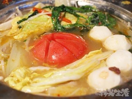 ベトナムちゃん 大久保 レモングラス鍋 トマト