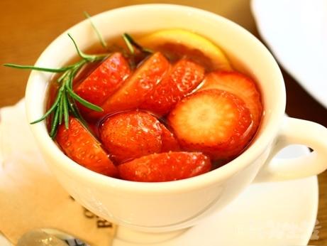 韓国 ソウル カフェ 安国 仁寺洞 苺ケーキ ブロンズ イチゴ茶