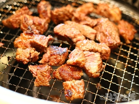 光化門 焼肉 ソンチュカマコル カルビ