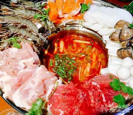 ベトナムちゃん 大久保 名物 レモングラス海鮮鍋