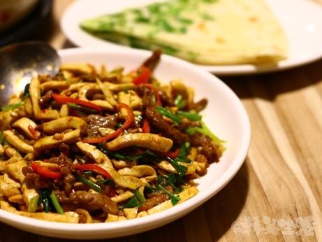 台湾グルメ 台北 信義安和 鶏スープ 牛肉炒め コラーゲン