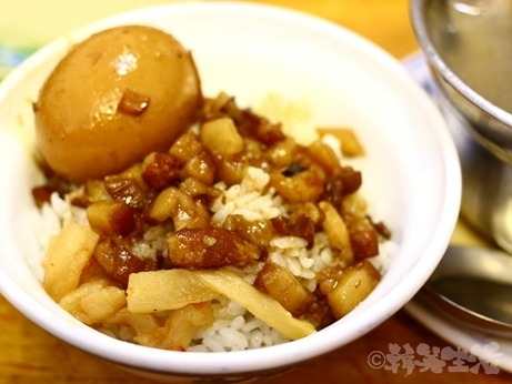 台湾グルメ 市政府 魯肉飯 味家魯肉飯 煮玉子