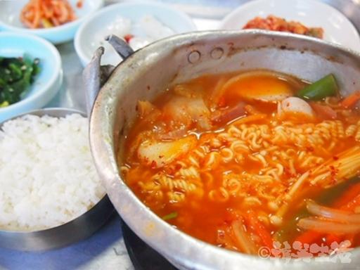 麻浦区庁 韓国グルメ プデチゲ ウリ食堂