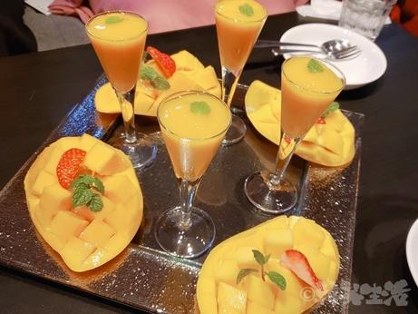 千鳥町 ザリビング パフェ メガ盛り マンゴーパフェ イチゴパフェ タイ料理 予約